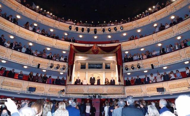 Los Reyes presiden inauguración de temporada del Teatro Real