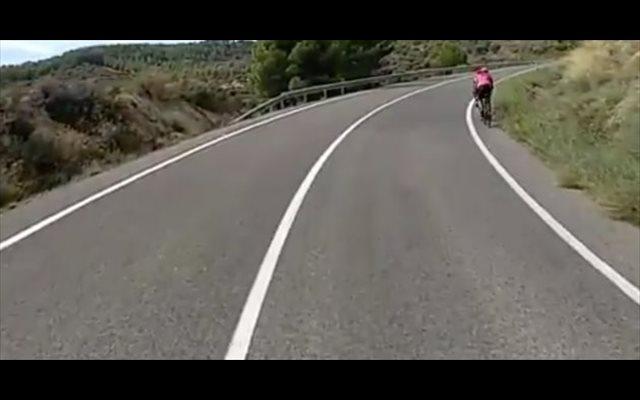 El vídeo de un camionero triunfa explicando cómo se debe adelantar correctamente a los ciclistas en carretera