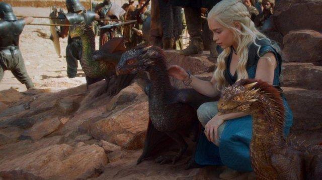 Emilia Clarke en Juego de tronos