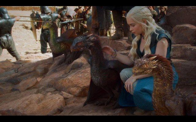 Emilia Clarke se despide de Juego de Tronos con un genial tatuaje