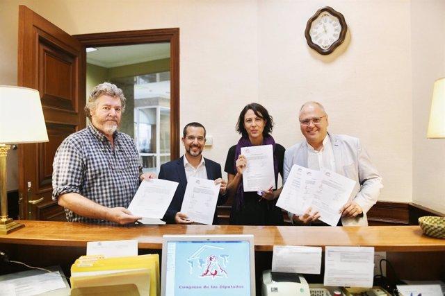 Diputados de Unidos Podemos registran iniciativas en el Congreso