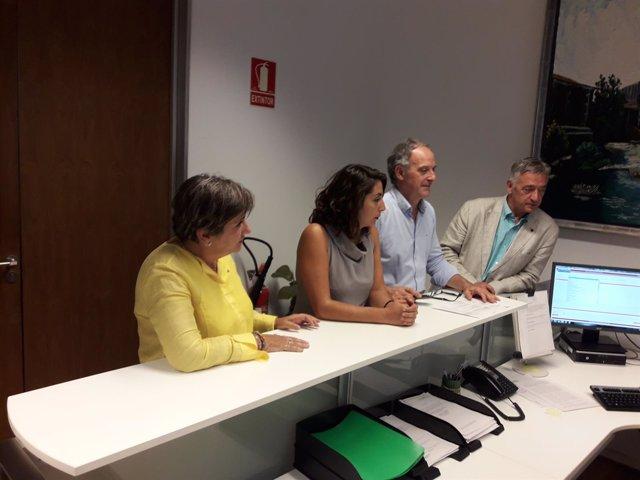 Marisa de Simón, Laura Pérez, Adolfo Araiz y Koldo Martínez, en el Parlamento.