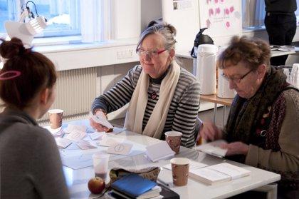 Sanitas presenta 'Mientras no te olvide', un libro con historias sobre el cuidado de personas con demencia