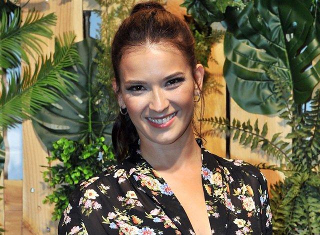 Yana Olina, la 'no' novia de Bustamente ya ejerce de influencer