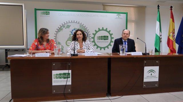 Firma del acuerdo marco entre Extenda y el SELA