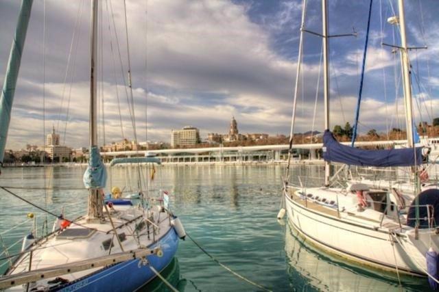 Veleros en el puerto de Málaga.