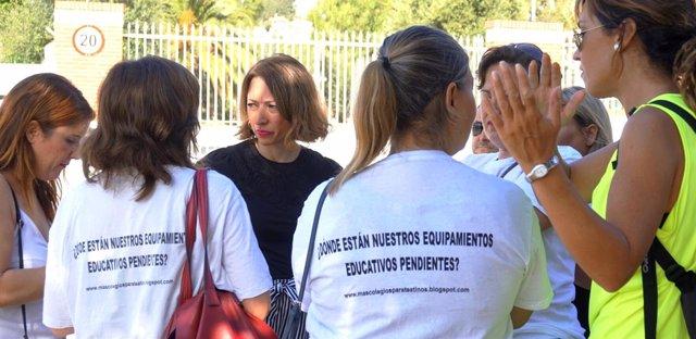 Navarro reunida con padres que reivindican el IES Teatinos