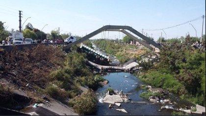 Un puente se desploma en San Miguel de Tucumán (Argentina) causando un herido leve