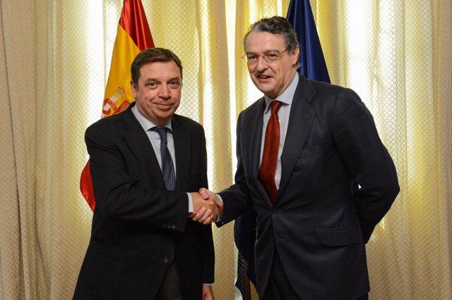 Luis Planas, ministro de Agricultura, y Pau Roca, secretario general de la FEV
