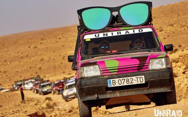 Un 'rally' por el desierto de Marruecos para repartir material solidario