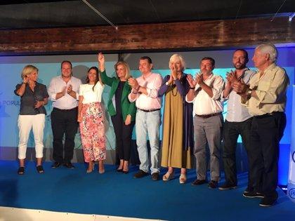 Sanz y Báñez arropan a Auxiliadora Izquierdo en su presentación como candidata del PP a la Alcaldía de Rota (Cádiz)