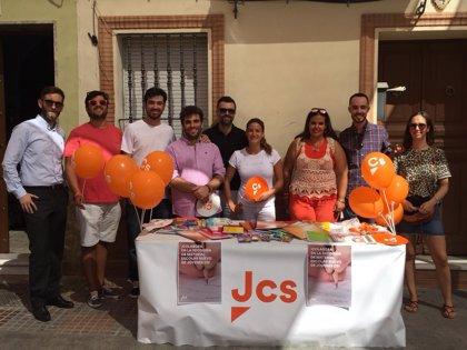 Jóvenes de Cs recogen material escolar en Andalucía para familias que no pueden pagar el inicio de curso