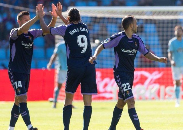 El delantero Enes Ünal celebra un gol del Real Valladolid.