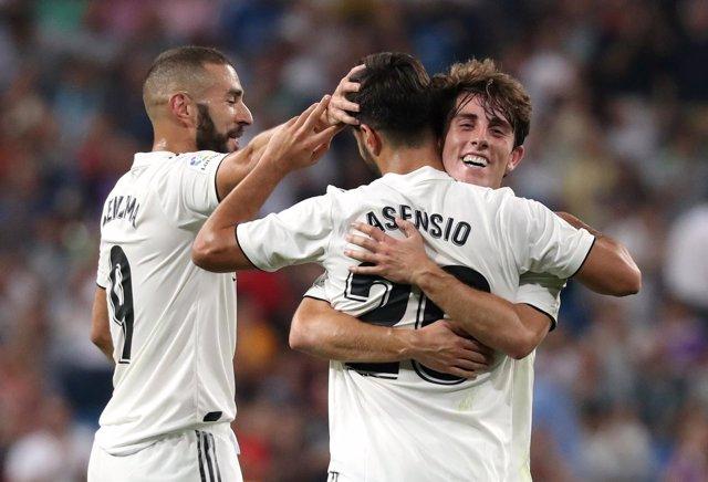Asensio se abraza a Benzema y Odriozola