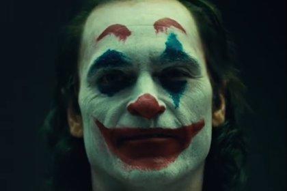 VÍDEO: El Joker de Joaquin Phoenix desata el pánico en el metro de Gotham