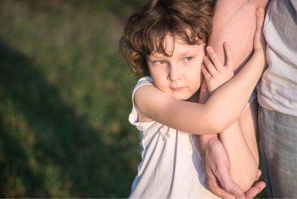 Padre cortacésped, ¿cortas los obstáculos de tu hijo?