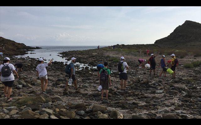 El 96% de los españoles encuentra basura en las playas, según un estudio de Libera