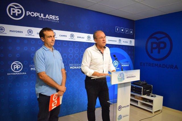Monago y Javier Montserrat (USO) en rueda de prensa este lunes en Mérida