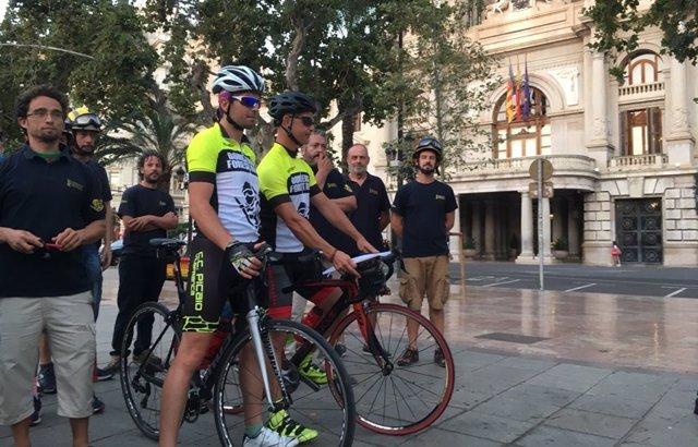 Bomberos forestales irán en bici a Madrid dentro de las protestas del colectivo