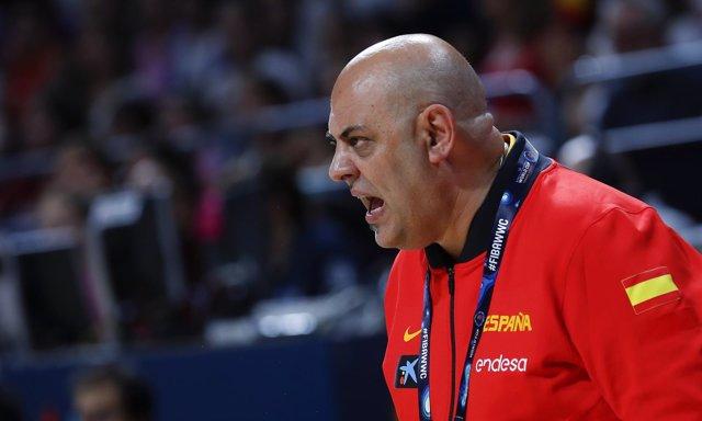Lucas Mondelo dirigiendo a la selección española