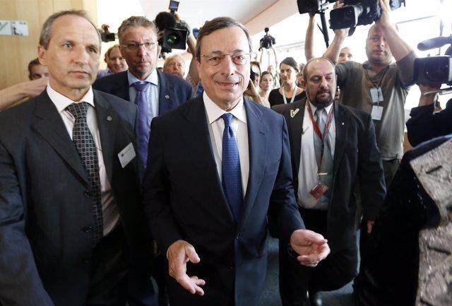 Mario Dragui llegando a la Eurocámara