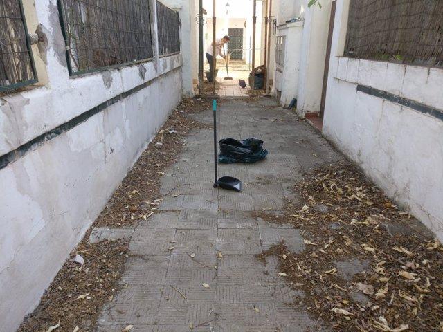 Limpieza vecinal en Sport Aljarafe