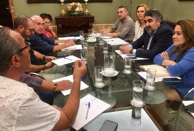 Un momento de la reunión entre pensionistas y el delegado del Gobienro en Madrid