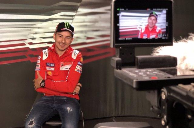 Lorenzo: 'He recibido una llamada de Márquez interesándose por mi estado, le honra'