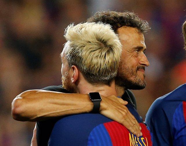 Luis Enrique abraza a Messi (Barcelona)