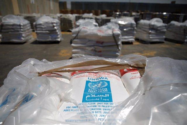 Bolsas con ayuda de la UNRWA