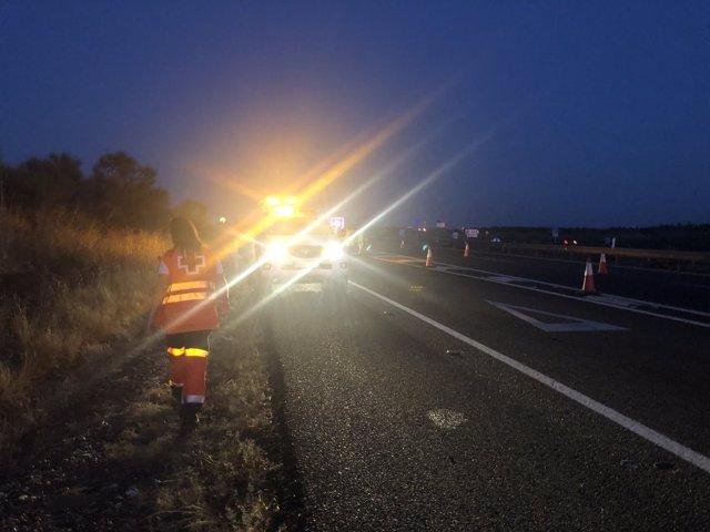 Incendio de un camión en la A-5, en Badajoz