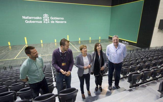 Barkos y Asiron visitan el Navarra Arena en la semana de su apertura