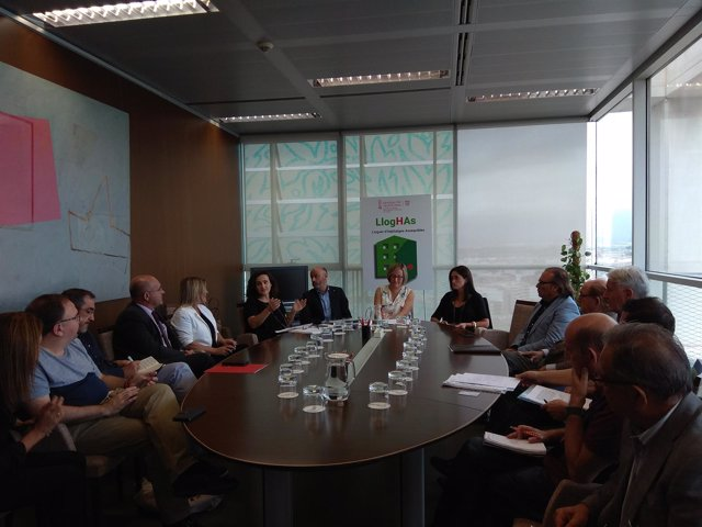 Reunión en la Conselleria de Vivienda con los agentes sociales