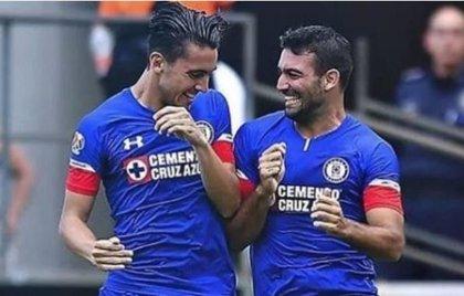 Filtran un vídeo en el que supuestamente los futbolistas Martín Cauteruccio y Javier Salas se besan