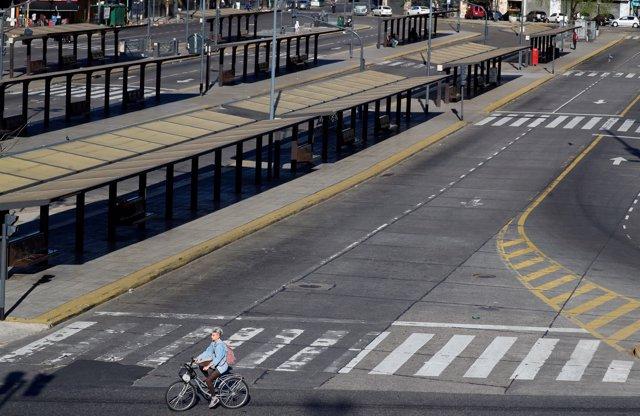 Estación de Constitución en Buenos Aires, vacía durante la huelga general.