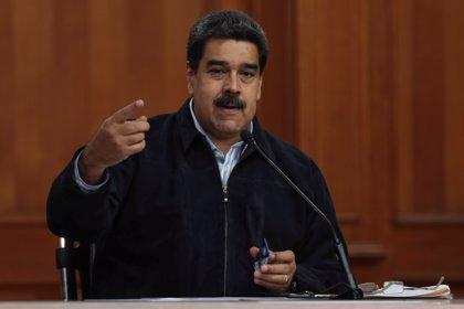 """Maduro critica las sanciones de EEUU pero dice que son """"una medalla"""""""