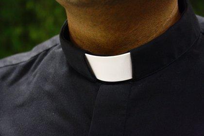 Condenan a un sacerdote colombiano por abusar de un acólito de 12 años