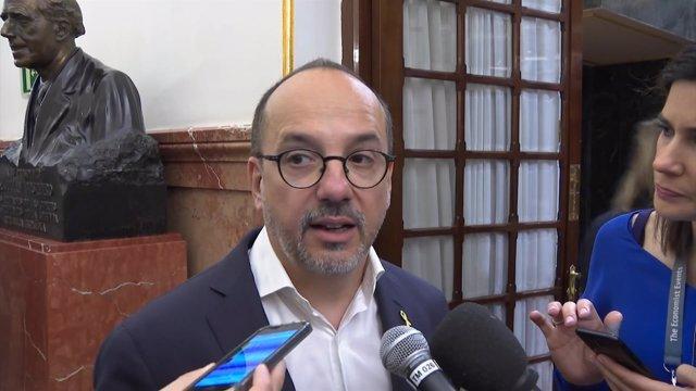Carles Campuzano en los pasillos del Congreso de los Diputados