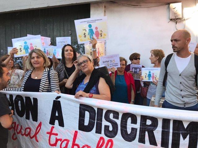 Protesta de las mujeres de la limpieza de la Xunta de Galicia