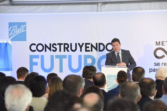 El presidente de C-LM, Emiliano García-Page, en Cabanillas del Campo