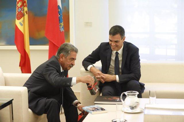 El presidente del Gobierno, Pedro Sánchez, recibe al presidente del Gobierno de