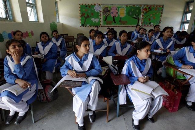 Niñas en una escuela en Pakistán