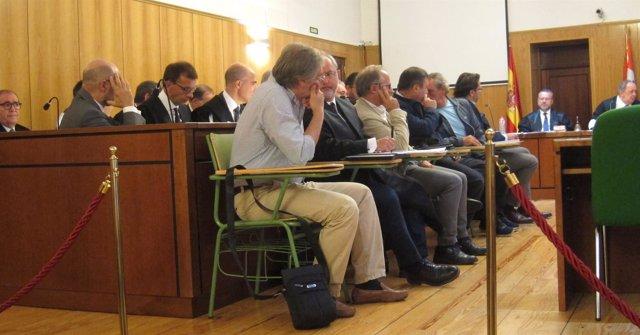 Los acusados, durante el primer día del juicio.