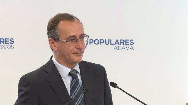 Alfonso Alonso, presidente del PP vasco, en rueda de prensa en Vitoria