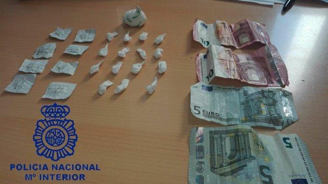Detienen a un hombre tras intervenirle cocaína y metadona que vendía en la calle