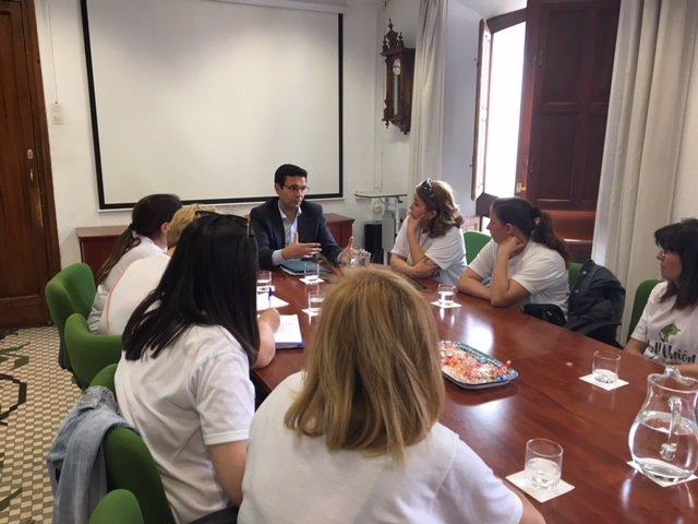 Francisco Cuenca, con representantes de las llamadas 'Kellys'