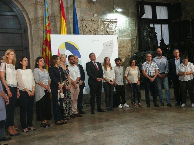 Minutos de silencio en el Palau de la Generalitat