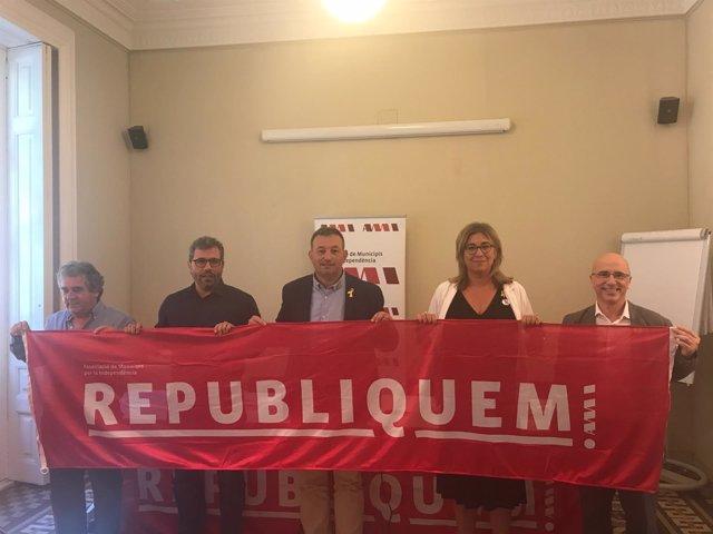 El presidente de la AMI, Josep Maria Cervera, presenta la campaña 'Republiquem'