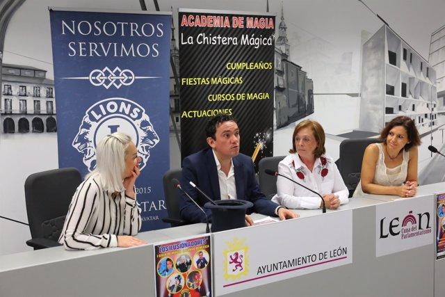 Presentación de la I Gala solidaria 'Los Ilusionadores'.