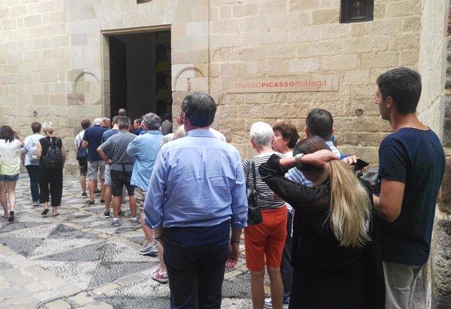 Museo Picasso Málaga. Colas, turistas, turismo, cultura.